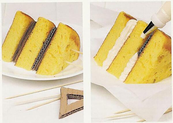 Lớp bìa cứng và những chiếc tăm là trợ thủ đắc lực cho miếng bánh trở nên ngon hơn bao giờ hết!